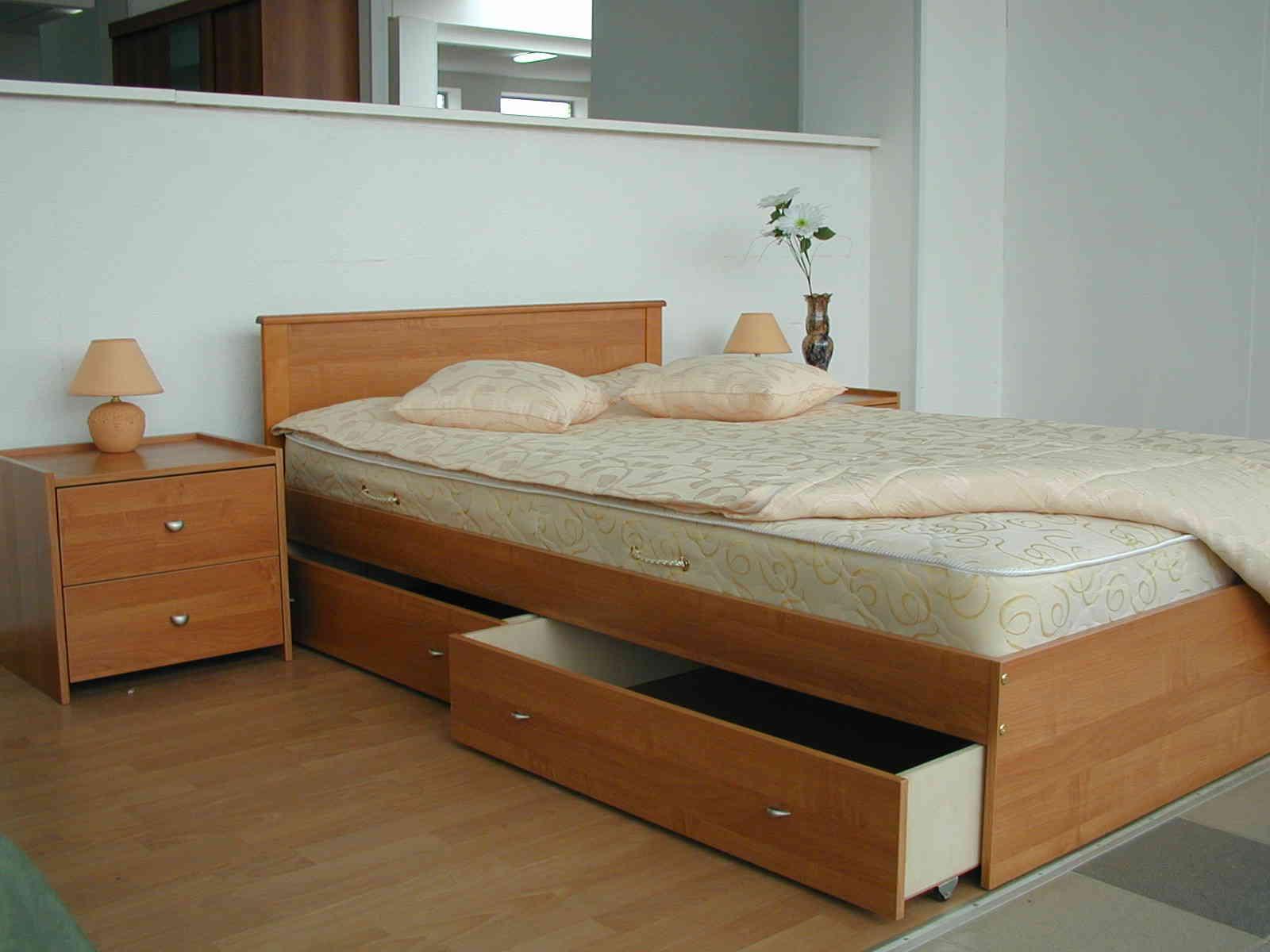 Кровать в спальне своими руками
